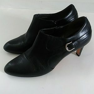 COLE HAAN BLACK LEATHER BOOTIES SIZE 9